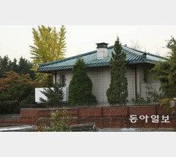 '박원순 유족 아직 관사 거주' 논쟁…조국 SNS 또 소환 이유는?