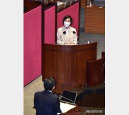 """'87년생' 정의당 장혜영 """"민주화 주역들, 기득권자로 변해"""""""