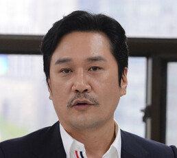 """""""Choo하다"""" JK김동욱, 정권 저격글 올렸다 비난 폭주하자…"""