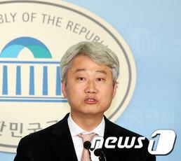 """정청래 """"이젠 정경심 놔주자""""…김근식 """"누가 잡았어?"""""""