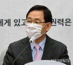 """주호영 """"통신비 2만원 고집 말라…文, 감히 '공정' 입에 담아"""""""