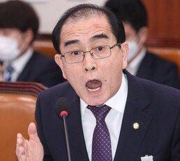 """北출신 태영호·지성호 """"정부, 북한 눈치만 보며 굴종적"""" 맹비난"""