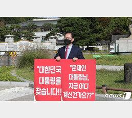 """정청래 """"대통령 왜 찾아? 靑에 있어""""…김근식 """"오독증 넘어 문맹"""""""
