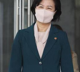 """추미애, 박순철 서울남부지검장 사의에 """"유감…금명간 후속인사"""""""