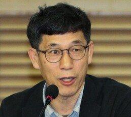 """진중권 """"尹에 망신당한 與 모지리들…링 밖에서 구시렁"""""""