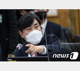 """하태경, 윤석열 직무배제에…""""文 대통령, 불법비리 연루됐나"""""""