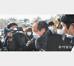 """류혁 """"보고 못받아"""" 패싱 따지자… 박은정 """"秋장관 지시"""" 고성 설전"""