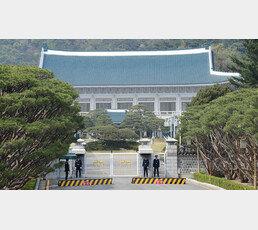"""중도층도 돌아섰다…52% """"정권교체 원해"""" 3주만에 격차 벌어져"""