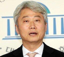 """김근식, '기자 손가락욕' 親文주장에 """"전두환도 기가 찰 일"""""""