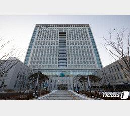 검찰, '김학의 불법출금' 관련 법무부-공정위 압수수색