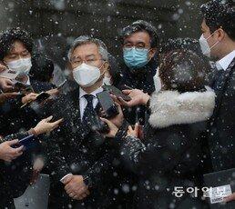'조국 아들 허위 인턴확인서' 최강욱 1심 유죄…의원직 상실형
