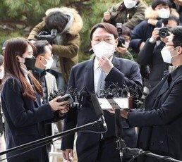 """조국 """"尹, 표적수사하다 사직"""" 권경애 """"검찰해체하다 사퇴 만들어"""""""