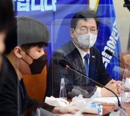 """""""민주당 지지하냐는 비하 표현""""…20대, 송영길 면전서 작심 비판"""