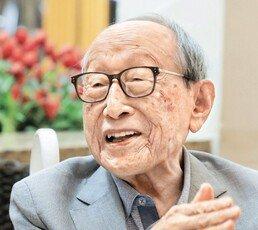 """101세 김형석 교수 """"읽으세요! 10년 쌓이면 인생이 달라져요"""""""