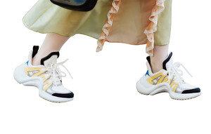 패피 사로잡은 못난이 신발