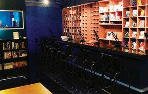 박정민이 책을 읽고 이종석이 커피를 만들어주는 곳