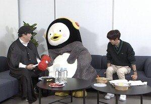 "[DAY컷] 펭수 '아는 형님' 전격 출연, ""광희 돕기 위해 찾아왔다"""