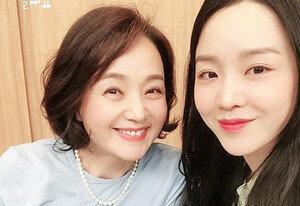 """[DAY컷] '컬투쇼' 신혜선X배종옥, 미소 인증샷 """"드디어 개봉"""""""