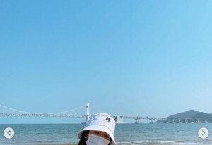 [DAY컷] 치어리더 김연정, 파격 패션…부산 앞바다 섹시퀸