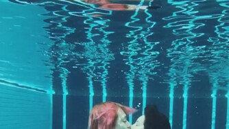 [DAY컷] 현아♥던, 영화 속 한 장면 같은 '수중 키스'