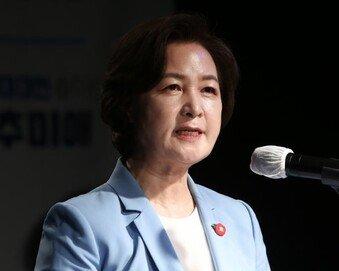 """추미애, 대선출마 선언…""""사람이 높은 세상, 촛불개혁 완수"""""""