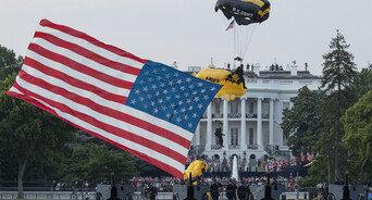 美 독립기념일, 트럼프의 대규모 행사 독려에도 대부분 축소
