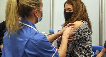 英 성인의 54.9% 코로나19 항체 가져…英 통계청