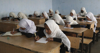 """""""탈레반 귀환하면 공부 못하는데""""…미군 철수에 떨고 있는 아프간 여성들"""