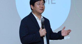 """최인혁 네이버 COO 사의…""""직원 사망에 도의적 책임"""""""