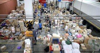 추석 연휴 배송 물량 13%↑…택배 노동자 과로, 올해는 나아질까