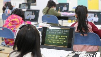"""""""학습격차 줄이겠다""""지만…'2/3 등교' 묶인 수도권 '근심'"""