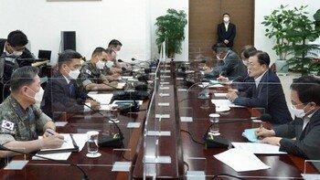 """文 """"한미훈련, 신중히 협의를""""… 범여 의원 60여명은 """"연기"""" 연판장"""