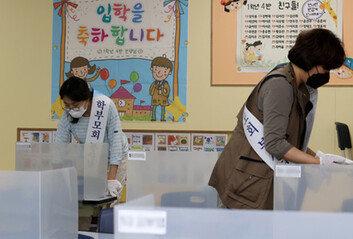 교사-강사 확진자 잇따라…전국 450여개 유치원-학교 등교 연기