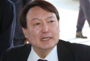 """檢, 정의연 회계담당자 첫 조사 윤석열 """"정의연 의혹 신속히 수사"""""""