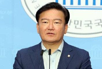 """민경욱, 투표용지 제보자 공개""""사무원 추정 男이 참관인에게 건네"""""""