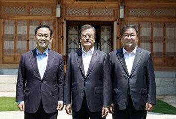 文대통령 면전서도…주호영·김태년, 국회 '원구성 신경전'
