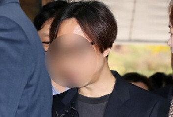 """'프듀' 투표조작 안준영 PD, 징역 2년…法 """"대중의 불신"""""""
