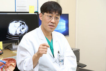 """15년째 평일엔 퇴근 못하는 의사""""환자 살리는 게 최고의 보상"""""""