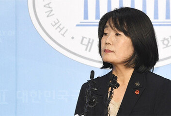 민주 '신중' 통합 '비판' 靑 '선긋기'윤미향 기자회견 정치권 반응