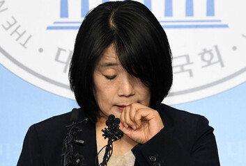 윤미향, '개인계좌 모금''아버지 쉼터 채용' 두가지만 사과