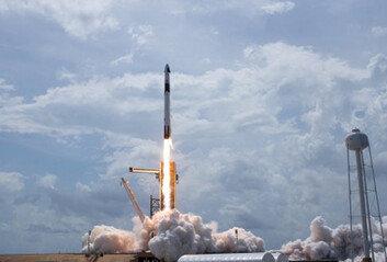 '괴짜' 머스크가 마침내 일 냈다美 첫 민간 유인우주선 발사 성공