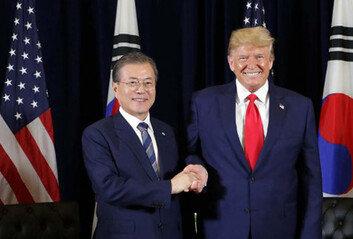 """트럼프 """"G7에 한국 초청하고 싶어""""韓, 美中 갈등서 딜레마 심화"""