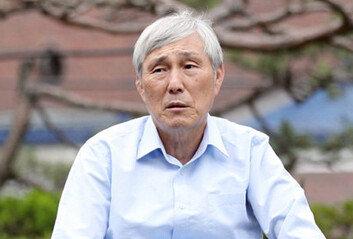 """조훈현 """"꼼수로 黑을 白으로 만든 위성정당 창당… 코미디 잘 보고 갑니다"""""""