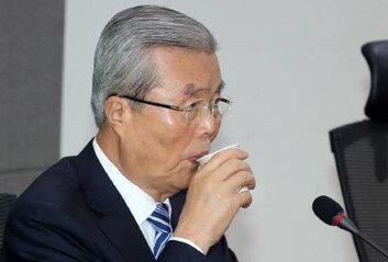 """김종인 """"난 보수라는 말 좋아하지 않아자유 극대화가 정치의 목표"""""""