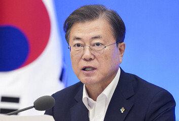 """수도권 집단감염에…文대통령 """"한숨돌리나 했는데 아니었다"""""""