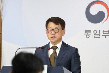 """[속보]정부 """"전단 살포, 접경지역 국민 생명 재산 침해 중단해야"""""""