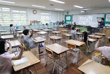 [속보]오늘 전국 학교 511개교 등교 중지…수도권이 508곳