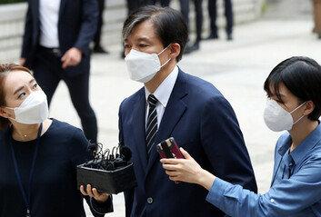 """공판 출석 조국 前법무부 장관""""감찰 종결, 민정수석 권한"""" 입장고수"""