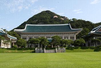 文대통령, 오후 4시 김현미 장관에 부동산대책 긴급 보고 지시