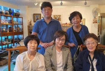 """이용수 할머니 """"日 한복판에소녀상 세워야""""…정의연 등 만나 논의"""
